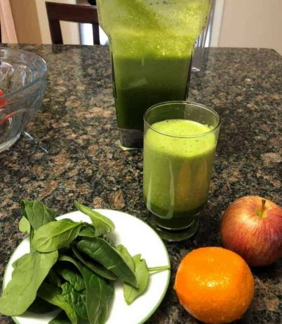 Enjoy spinach tangerine juice which contains loads of fiber, calcium, vitamins A and C, when added with mint makes a great anytime beverage.